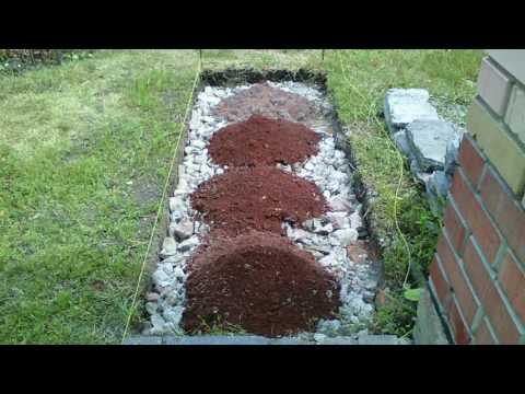 Садовая дорожка из битой плитки