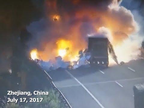 Kolizja dwóch ciężarówek zakończona eksplozją