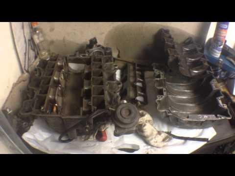 Разбираем и чистим впускной коллектор мерседес М112