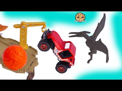 Lava Ball Chases Jeep ! Jurassic World Dinosaur Movie Toy Playset