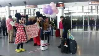 видео Як зустріти дівчину в аеропорту