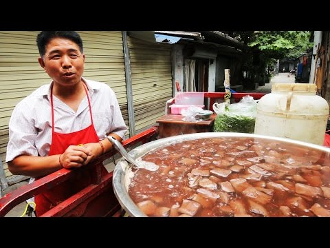 Chinese Street Food Tour in Chengdu, Sichuan | BEST Street F
