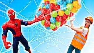Битва шариками и Человек Паук - Смешные видео для детей