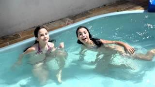 Repeat youtube video Piscina do papai com Rafa 26dez2011