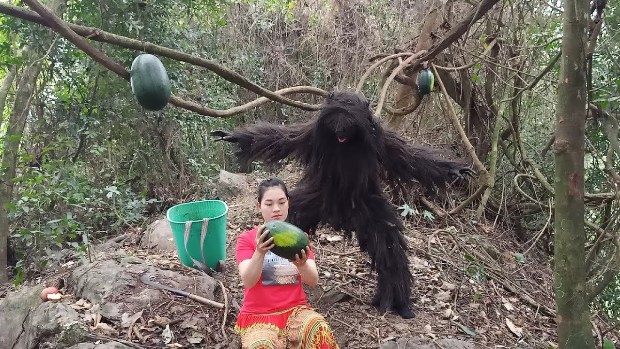 Survival Girl And The Battle For Food With Monster Like King Kong