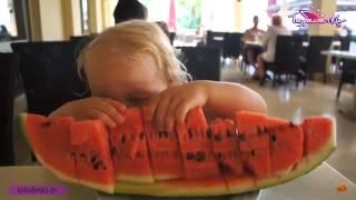 Смотреть видео  в мармарисе с ребенком