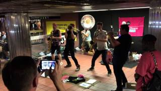 NYC underground entertainment (music in grand central subway station)