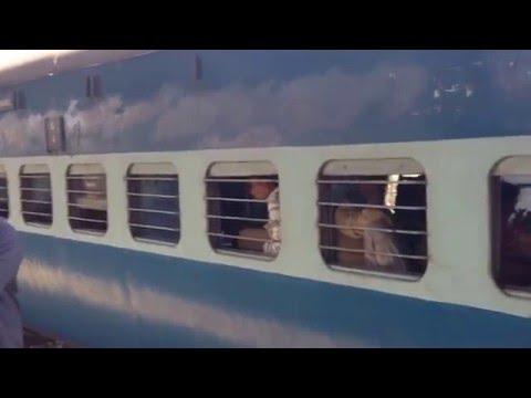 Момент крушения скоростного поезда в Испании