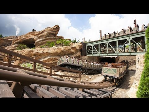 Big Grizzly Mountain Runaway Mine Cars - Disneyland Roller Coaster (Hong Kong)