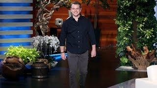 Repeat youtube video Matt Damon on George Clooney Becoming a Dad