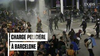 A l'aéroport de Barcelone, la police charge les militants indépendantistes