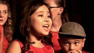 Video INCREDIBLE eight year old sings I Saw Mommy Kissing Santa Claus Acapella Crescendo download MP3, 3GP, MP4, WEBM, AVI, FLV Januari 2018