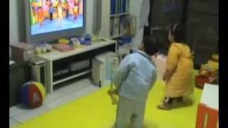 用寰宇迪士尼影片_姐弟一起跳舞