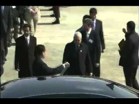 Greeting the president of King Abdullah City for Atomic and Renewable Energy Hashim A.Yamani