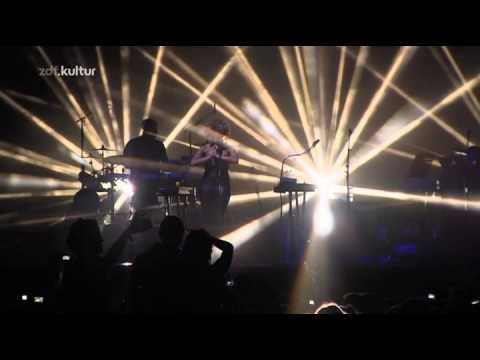 Massive-attack-live-2010