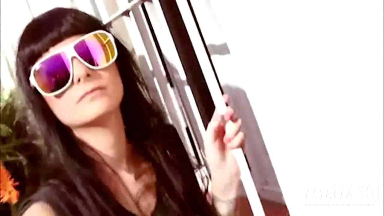 Óculos de Sol Absurda Calixto - Branco   Rosa   Azul - Amarelo   Vermelho 328aded7f1