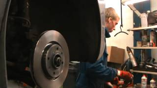Replace the brake pads and discs Peugeot 207