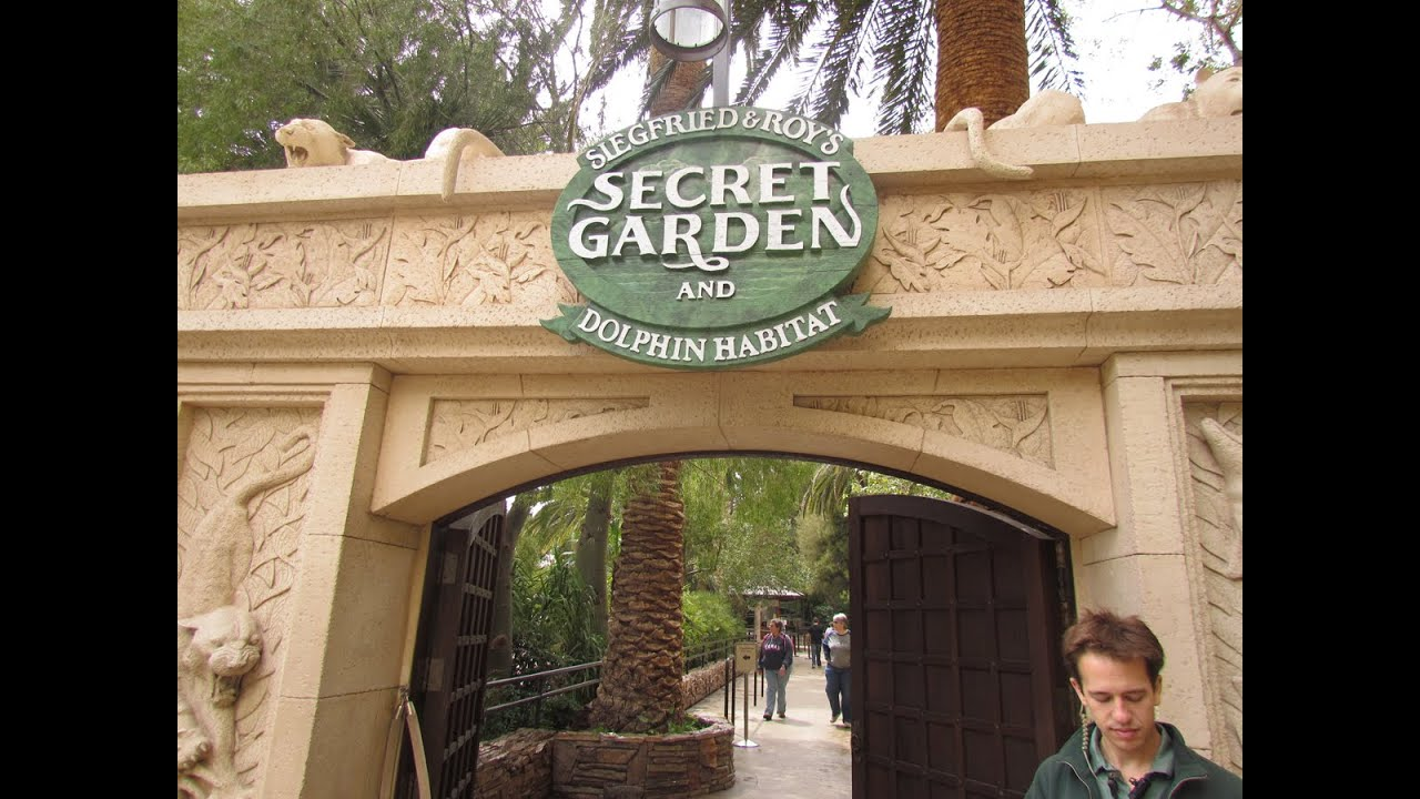 Siegfried & Roy\'s Secret Garden & Dolphin Habitat - YouTube