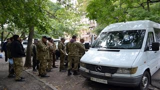 В Одессе полиция приняла АТОшников за диверсантов ?(В Одессе на улице Маразлиевская полиция задержала микроавтобус с АТОшникам, которые едут на реабилитацию., 2016-09-21T12:13:24.000Z)