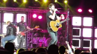 """Thomas Rhett """"Make Me Wanna"""" Live @ Madison Square Garden"""