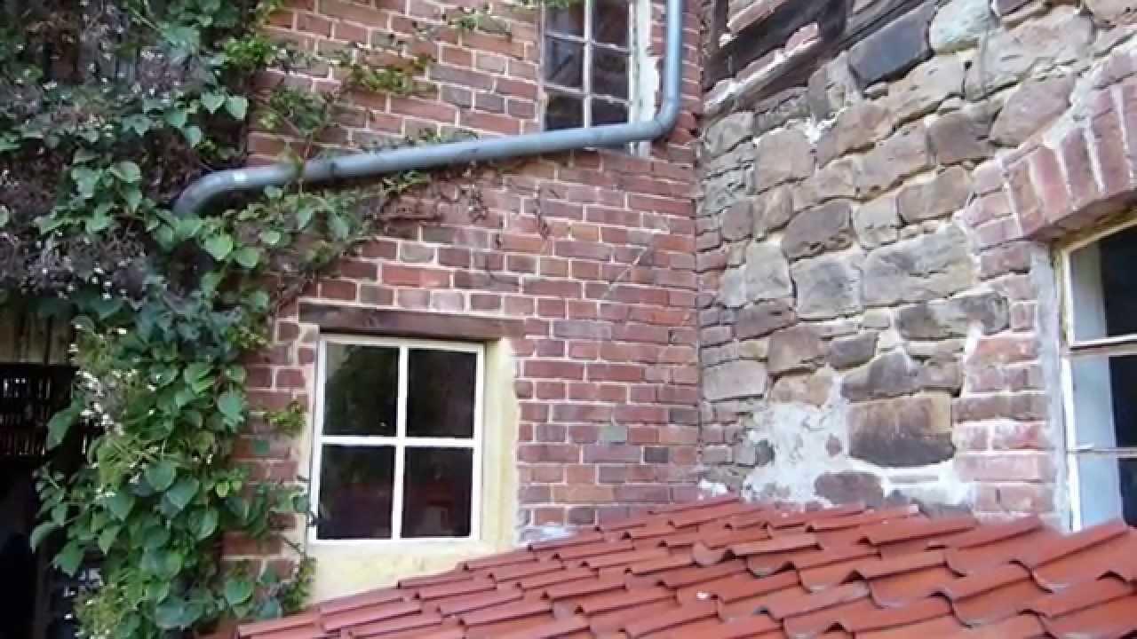Fenstereinbau in Scheune, altes Sprossenfenster einbauen - YouTube