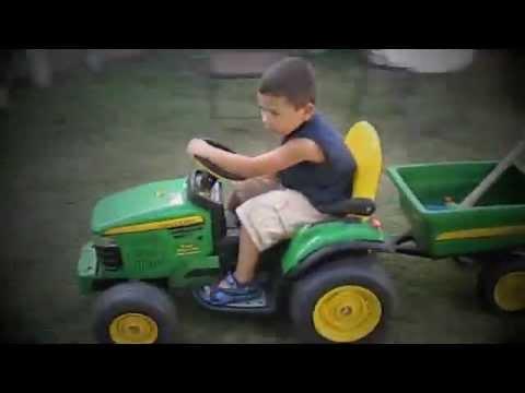 """Moses' """"Big Green Tractor"""" - Jason Aldean"""