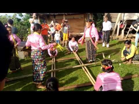 Tarian tradisional indonesia (labuan bajo)