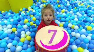 Milusik Lanusik playing with numbers for kids