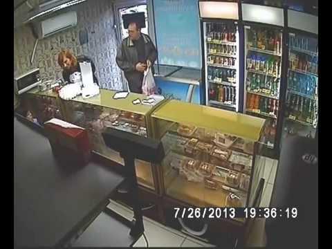 Эксгибиционист зашел в магазин   18+