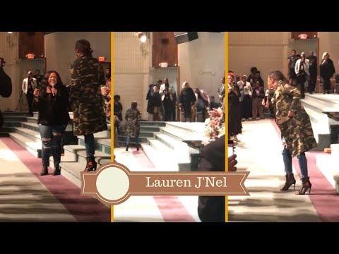 Le'Andria Johnson Mic Toss To Kierra Sheard and Karen Clark Sheard! || #Worship