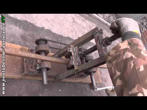 видео: Гнем дуги на теплицу - Теплица своими руками - Часть 1