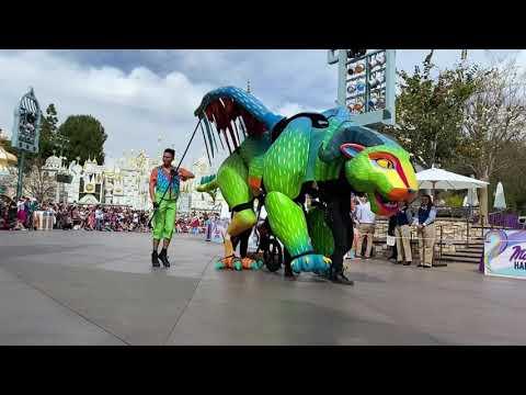 Disneyland Magic Happens Parade
