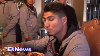 Mikey Garcia Back In His Hotel Suite Eating After Weigh In EsNews Boxing
