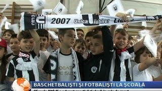 Baschetbalistii de la U Banca Transilvania si fotbalistii de la Universitatea in vizita la scoala