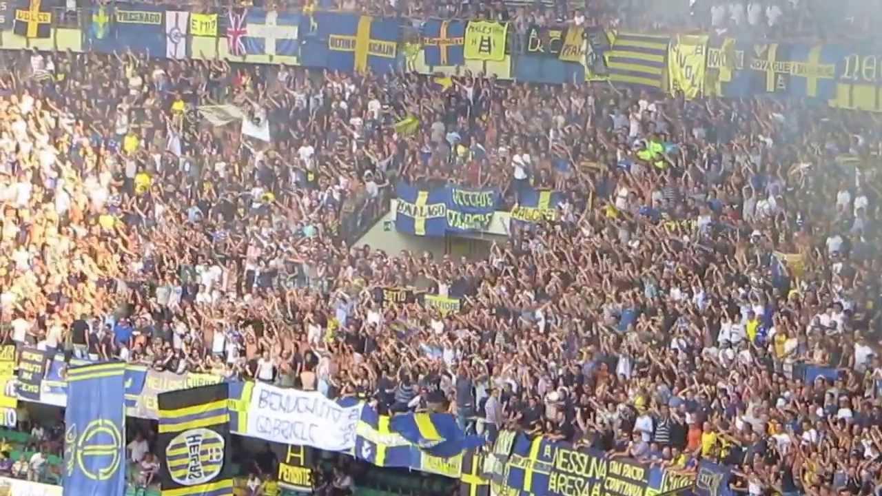 Verona - Milan 2-1, 24/8/13. Tifo curva sud Hellas Verona ...
