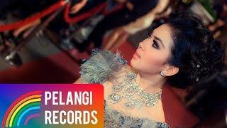 Download Syahrini - Aku Tak Biasa (Official Music Video)