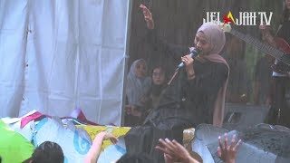 Download MUNGKIN song by MELLY GOESLOW   FEBY PUTRI NC Live Performance In The Middle Of Rain