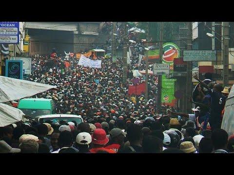 Des manifestants commémorent la tuerie du 7 février 2009 à Madagascar thumbnail