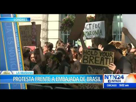 Activistas en Londres protestan en la Embajada de Brasil contra políticas ambientales de Bolsonaro