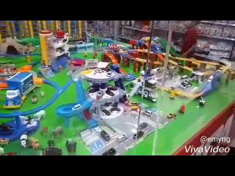 Toys R Us in Forum Shopping Mall, SG and OT
