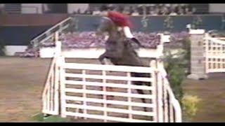 Удивительная техника прыжка у всадника!