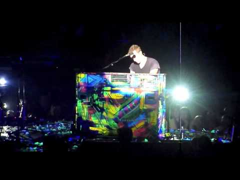 Coldplay - Warning Sign / Don't Let It Break Your Heart. Calgary 18/04/12