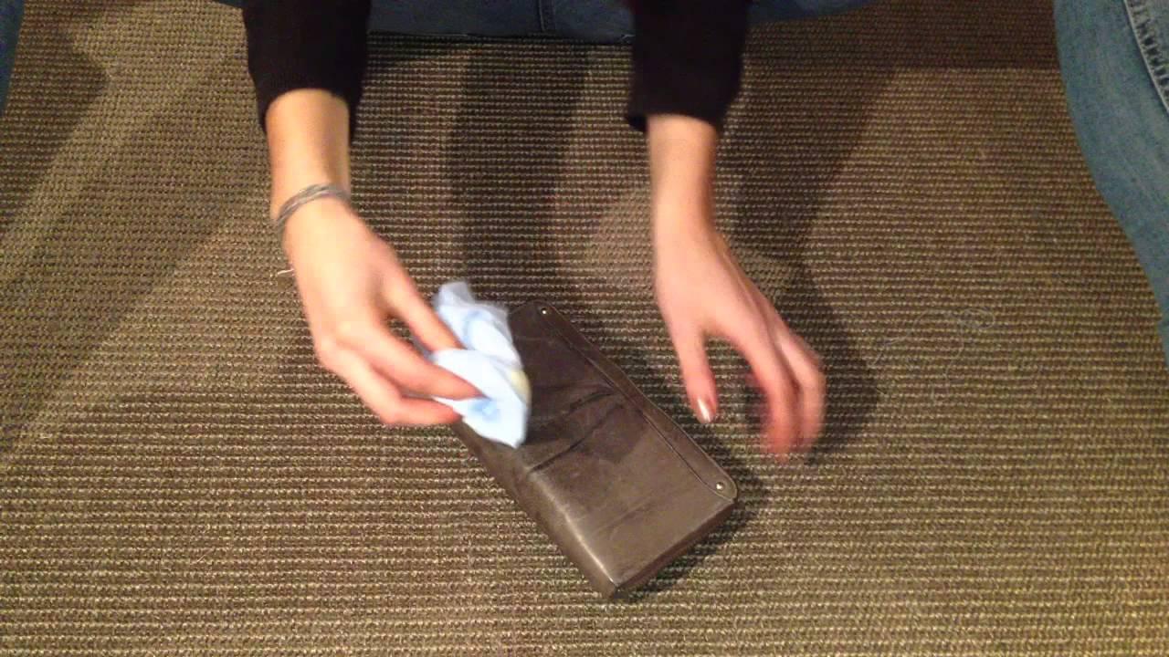 nettoyer une pochette en cuir soin sac en cuir youtube. Black Bedroom Furniture Sets. Home Design Ideas