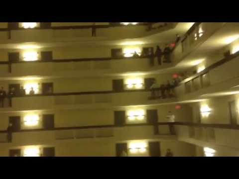 1,000 High School Students Sing US National Anthem on 18 Floors of Hotel