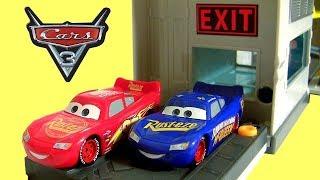 Cars 3 Rust-Eze Quick Change Garage Fabulous Lightning McQueen Disney Cars 3 Toys Review