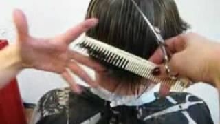 www.bazhenov.biz  Затылочек в короткой стрижке(Школа Павла Баженова - это не просто курсы парикмахеров, а эффективное обучение основам парикмахерского..., 2010-05-28T08:25:29.000Z)