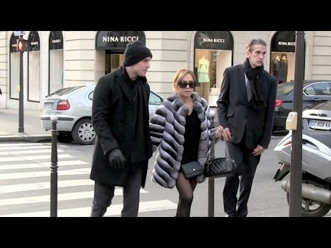 AYUMI HAMASAKI and new BOYFRIEND diner in Paris