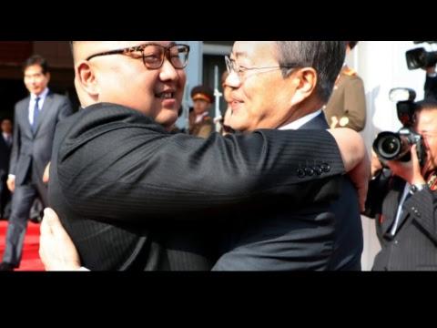 Kim Jong Un nagle spotkał się z Moonem, Trump zmienia zdanie - CO SIĘ DZIEJE?