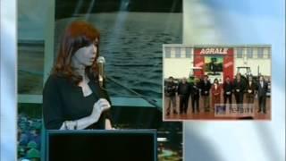La Presidenta en el acto de adjudicación de construcción de represas en Santa Cruz