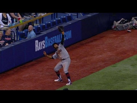 CLE@TB: Lindor reacts to losing a ball in the catwalk